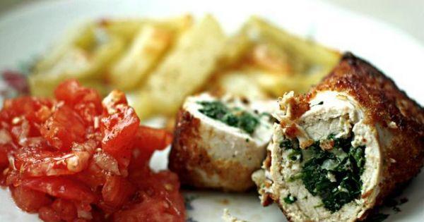 Rolada drobiowa ze szpinakiem - Do rolady pasują ziemniaczki zapiekane w piecu.