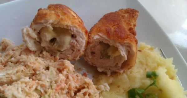 Roladki z piersi z kurczaka - Roladki w towarzystwie puree ziemniaczanego i surówki z selera