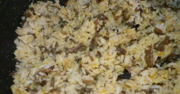 Ryż z pieczarkami do obiadu - Ryż z pieczarkami i kurkumą jako dodatek do obiadu.