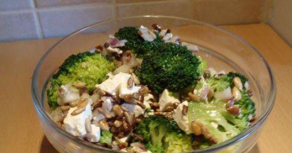 Sałatka brokułowa ze słonecznikiem - Pyszna sałatka brokułowa z prażonym słonecznikiem. Mniam