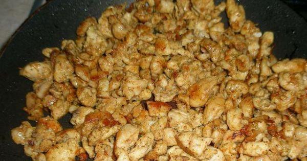 Sałatka gyros z fetą - Podsmarzanie mięsa  do sałatki z przyprawą gyros