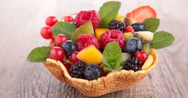 Sałatka owocowa w waflu