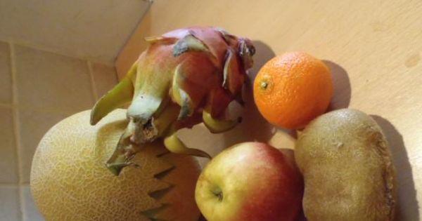 Sałatka owocowa z melonem i pitahaya - Sałątka owocowa z wykorzystaniem między innymi melona jabłka i owocu pitahaya