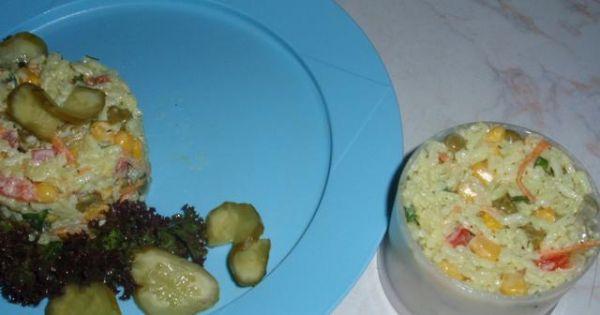 Sałatka ryzowa - Tak mozna przygotować porcję sałatki przed podaniem.