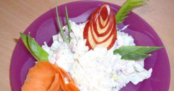 sałatka sledziowa w sosie musztardowym - Każdą porcję sałatki przed podaniem można udekorować