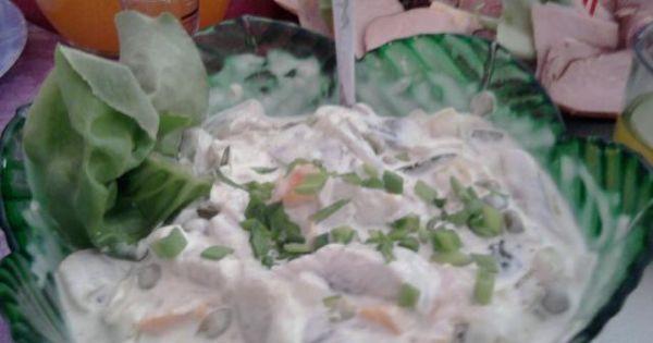 Sałatka sledziowa z groszkiem - mozemy zmieic proporcje majonezu i jogurtu