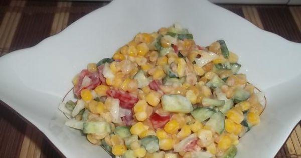 Sałatka z grochem - Gotowa sałatka z ugotowanym łuskanym grochem.