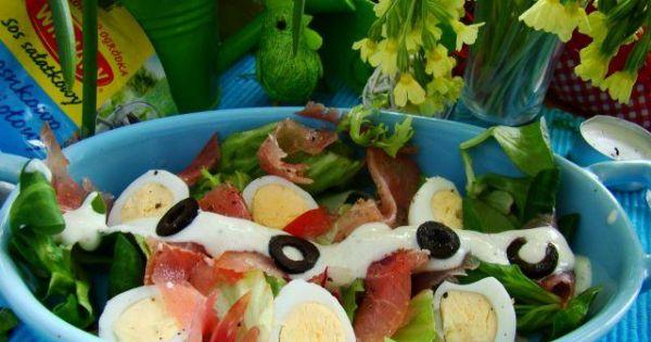 Sałatka z jajkami przepiórczymi  - Sałatka z szynką carpaccio i jajkami przepiórczymi z sosem czonkowo-ziołowym