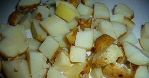 Sałatka z kalafiorem,młodymi ziemniakami - Ziemniaków nie trzeba obierać, kroimy w kostkę