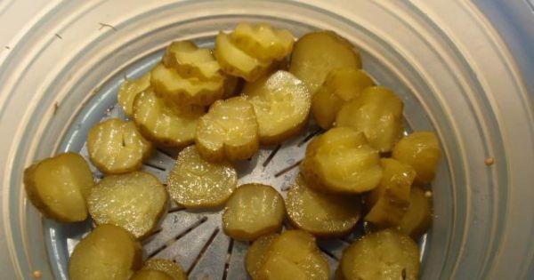 Sałatka z   kaszy  gryczanej - Korniszony   kroimy    w plasterki............