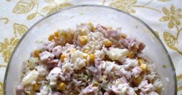 Sałatka z kurczakiem wędzonym i ryżem - Sałatka z kurczakiem wędzonym, ananasem, kukurydza, porem oraz ryżem.