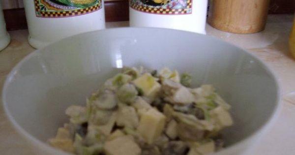 sałatka z pieczarkami i groszkiem - sałatka z pieczarkami, serem, groszkiem i ogórkami kiszonymi