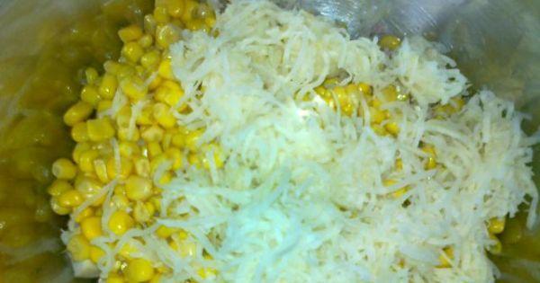 Sałatka z wędzonym kurczakiem i selerem - dodajemy kukurydzę oraz seler ze słoika