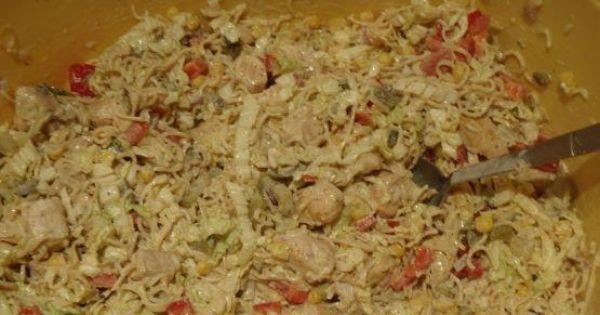 Sałatka z zupek chińskich z kurczakiem - Wymieszać i gotowe.
