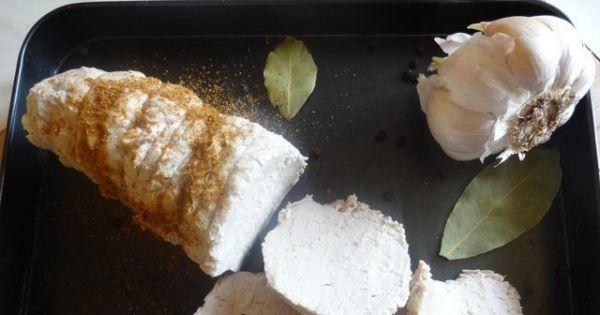 Schab gotowany - Gotowy schab pokroić w plastry i podawać z sosem.