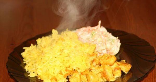 Shoarma(Szałarma) z ryżem - Pyszna wschodnia potrawa z ryżem i surówką. Smażone kawałki kurczaka w specjalnej marynacie.