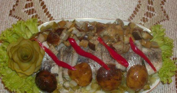 Śledź z marynowanymi grzybami: - Śledź z marynowanymi grzybkami