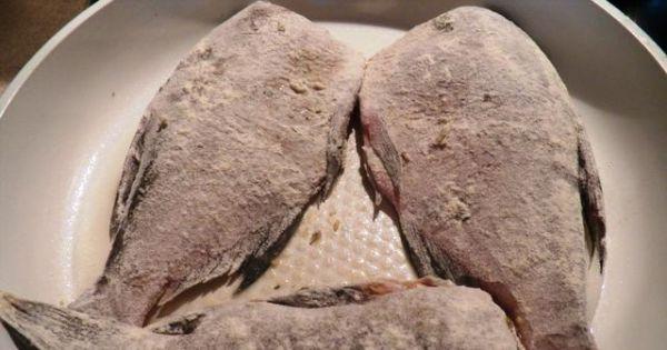 Smażone ryby słodkowodne - Układamy partiami na patelni z rozgrzanym olejem