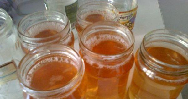 Sok z jabłek na zimę - Powstały, gorący sok przelewamy do wyparzonych słoiczków.