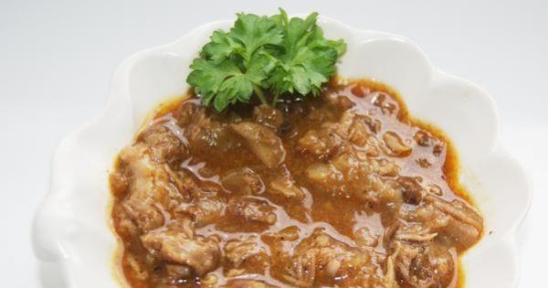 Sos z żeberek  - Sos jest gęsty od kawałków mięsa i cebuli i nie potrzebuje dodatkowego zagęszczania