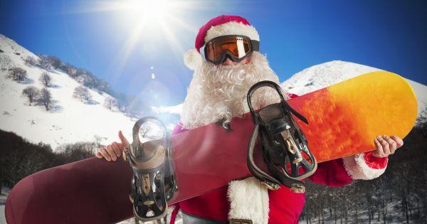 Święty Mikołaj ze snowboardem