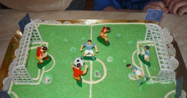 Tort boisko sportowe - Boisko sportowe- mój wnuk, fan piłki nożnej strasznie był zadowolony z torta.