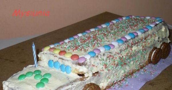 Tort ciężarówka - Gotowy tort cieżarówka - świeczka jako komin auta.