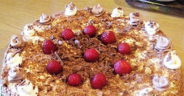 Tort czekoladowo truskawkowy - Tort czekoladowo truskawkowy