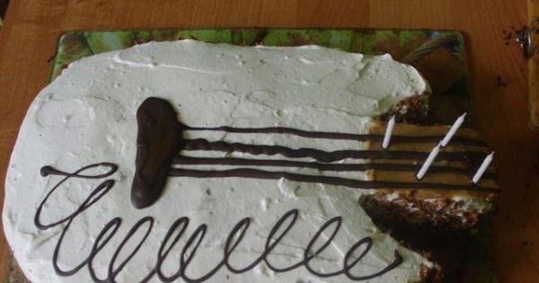 Tort Gitara - Gitara - jedna połowa, jeszcze nie połączona.