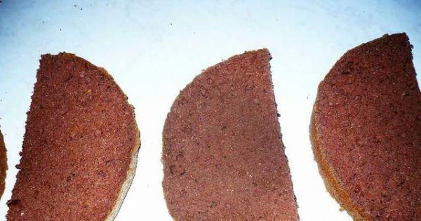 Tort-motyl - Po upieczeniu i ostudzeniu biszkopt przekroic pionowo i poziomo.