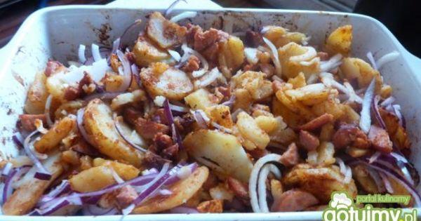 Zapiekanka ziemniaczana z grzybami - Dodajemy cebulę pokrojoną w piórka i całość mieszamy