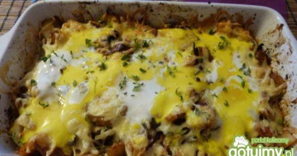 Zapiekanka ziemniaczana z grzybami - Zapiekanka ze ściętym jajkiem, posypana świeżym tymiankiem