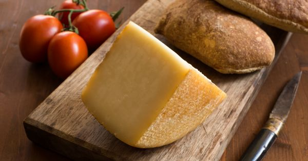 Żółty ser twardy