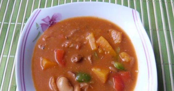 Zupa gulaszowa z fasolą i papryką - Do zupy gulaszowej można dodać ostrej mielonej papryki która zaostrzy jej smak