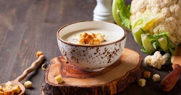 Zupa kalafiorowa z grzankami