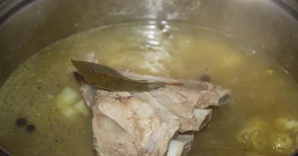 Zupa koperkowa z kaszą perłową - Gotuj  na małym gazie na żeberkach wyjdzie bardzo smaczna