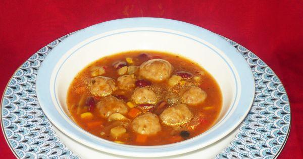 Zupa z mięsnymi pulpetami i zupa z kurczaka