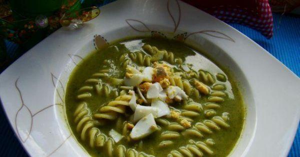 Zupa Shreka - szpinakowa z makaronem  - Zielona zupa shreka  z szpinaku i makronu z dodatkiem jajka