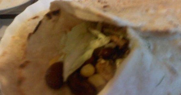 Zwijana meksykańska tortilla - Pyszne placki z mięsem i warzywami z sosem przypadną do gustu wielbicielom różnych smaków