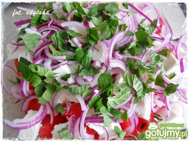 Arbuzowa sałatka z fetą i miętą