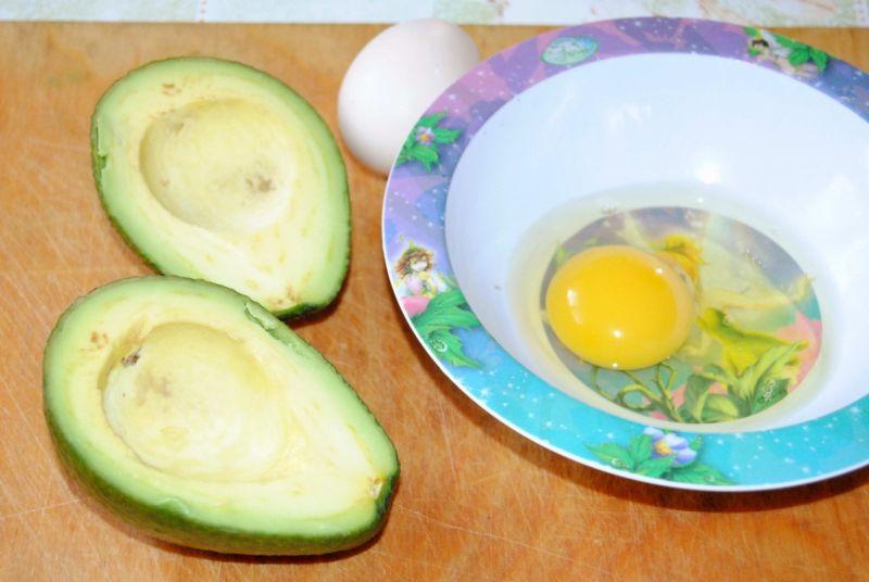 Awokado nadziane jajkiem