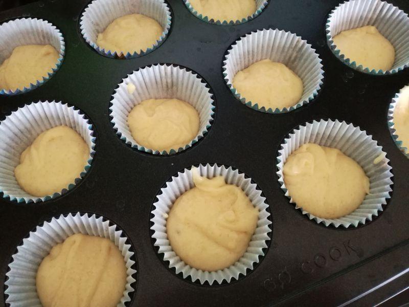 Babeczki muffinki z budyniem i jagodami