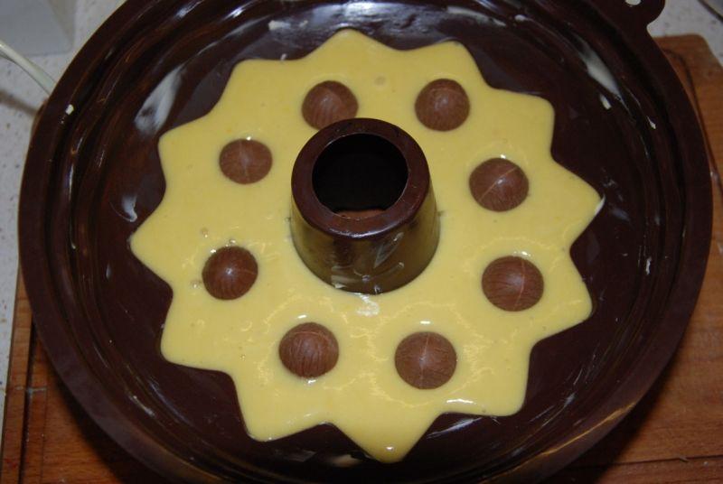 Babka bez tłuszczu z czekoladowymi jajkami
