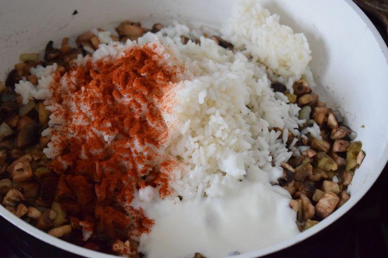 Bakłażan faszerowany ryżem i pieczarkami