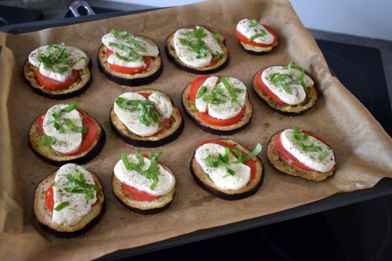 Bakłażan zapiekany z pomidorem i mozarellą