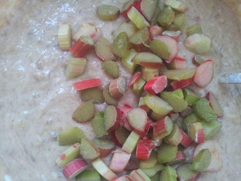 Bananowe placuszki z rabarbarem i wiórkami....