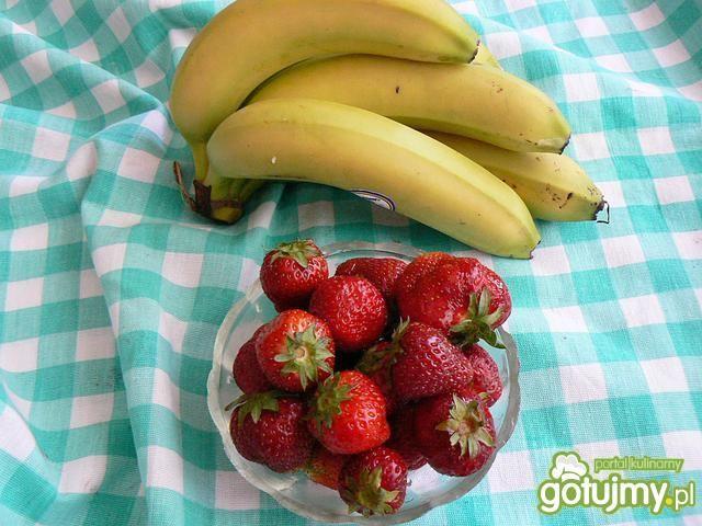 Banany z musem z truskawek z grilla