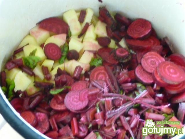 Barszcz czerwony z ziemniakami zabielany