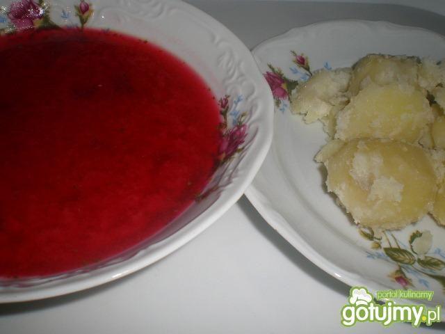 Barszcz czerwony zabielany śmietaną