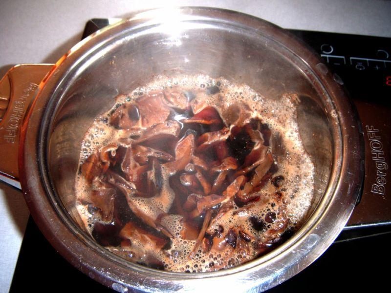 Barszcz z grzybami na domowym zakwasie.